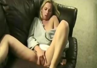 dilettante making her muff cum